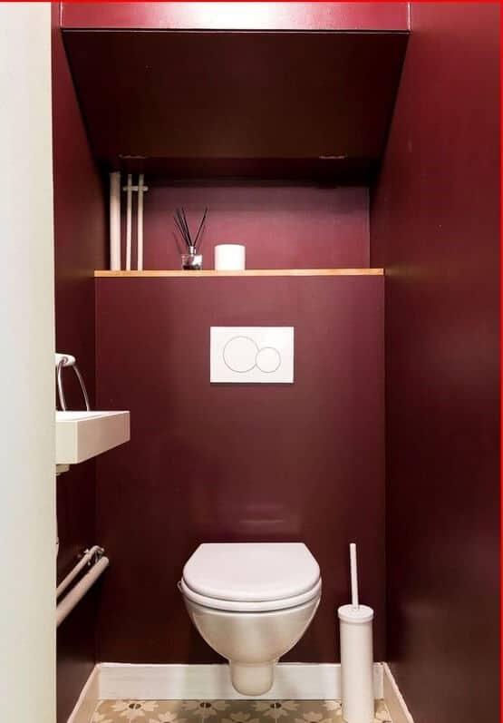 lavabo com paredes cor marsala