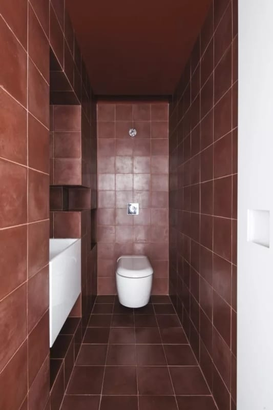 revestimento de banheiro na cor marsala