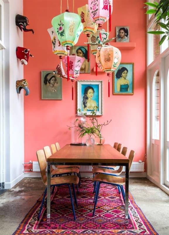 sala de jantar com parede cor goiaba