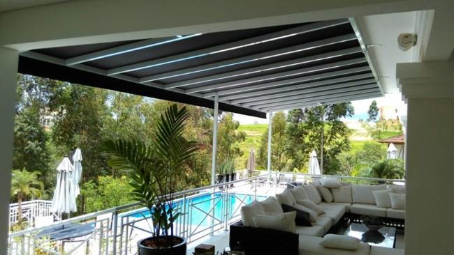 varanda moderna com toldo fixo