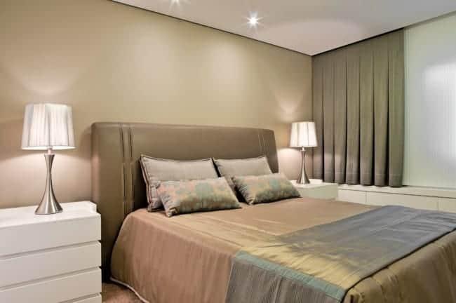 quarto de casal com parede cor areia