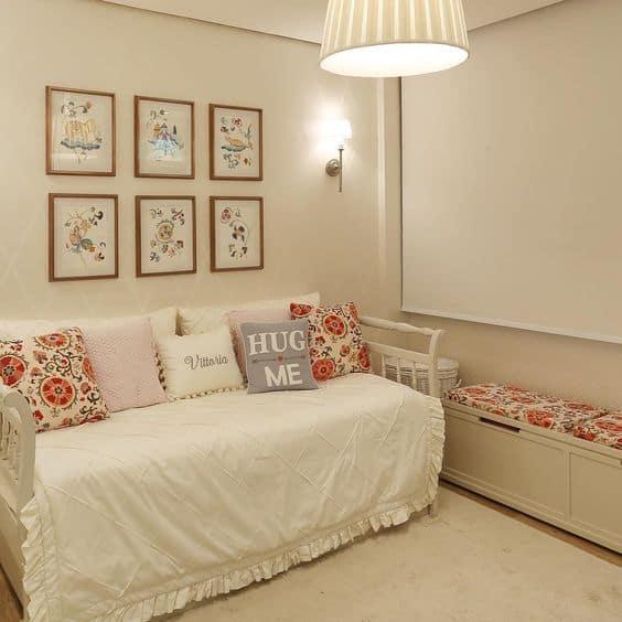 quarto decorado com paredes palha
