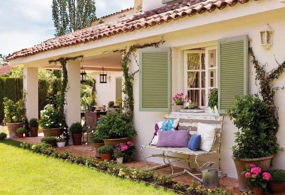 Casa de campo com jardim na varanda