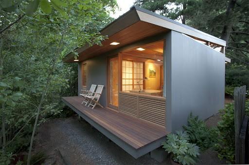 Casa de campo moderna com varanda pequena