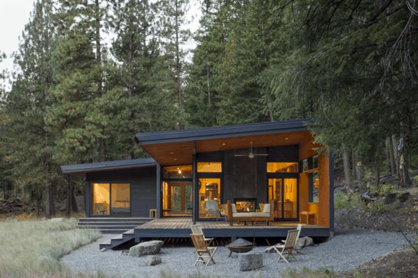 Casa de campo rustica com deck e varanda