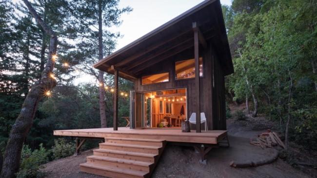 Casa pequena e aconchegante com varanda grande