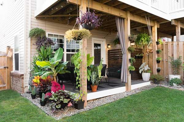 Ideia de decoracao de varanda com plantas