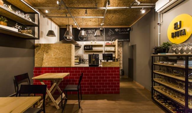 bar pequeno com decoracao simples e industrial